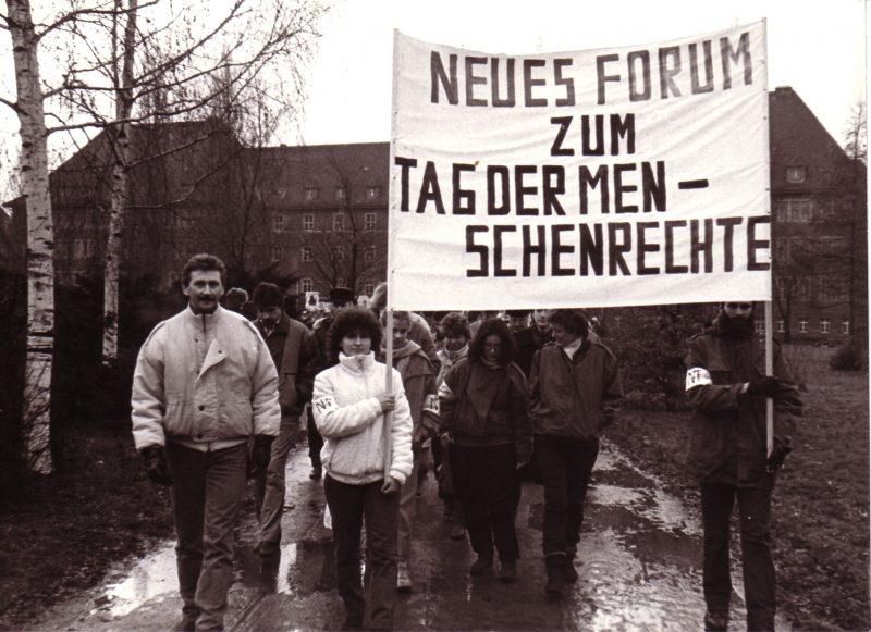 Neues Forum – eine der Vereinigungen, die aus dem wachsenden Unmut über DDR-Politik, fehlender Meinungsfreiheit, Verfall und Umweltschädigung hervorging. (C) Klaus Zantke