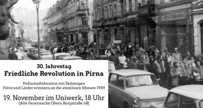 """In der Altstadt von Pirna finden Sie Plakate und Banner, welche auf die """"30 Jahre Friedliche Revolution""""-Veranstaltung im Uniwerk am 19.11.2019 hinweisen."""