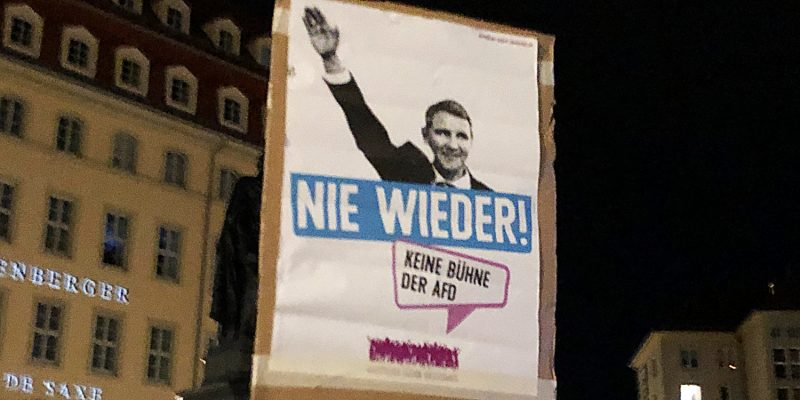 Nie wieder Faschismus, nie wieder eine (rechtsextreme) Diktatur in Deutschland. Das behalten wir nur bei, wenn wir uns als Demokrat*innen entschlossen gegen die rechtsextreme AfD und den Faschisten Björn Höcke stellen – sowie gegen PEGIDA.