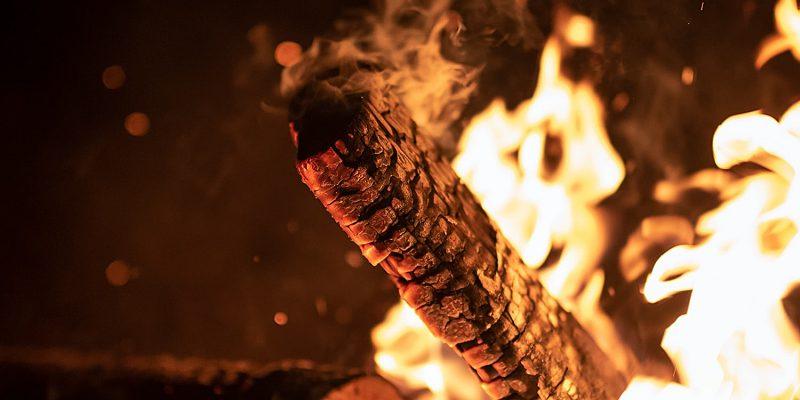 Nach Weihnachten und Neujahr den Weihnachtsbaum verbrennen? Das ist genauso keine gute Idee, wie feuchtes oder behandeltes Holz zu verbrennen. In diesem Beitrag ein paar Gedanken dazu von Stefan Richter, Ortswehrleiter und Mitglied bei BÜNDNIS 90/DIE GRÜNEN.