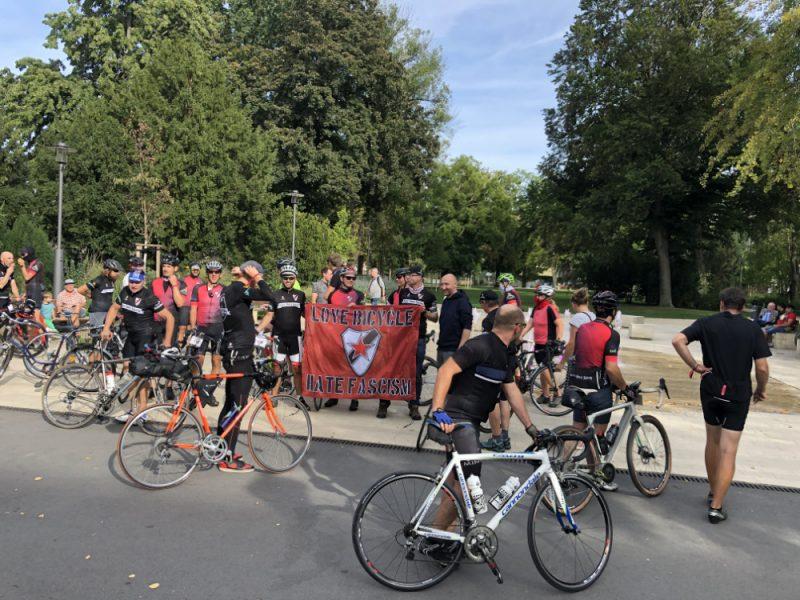 Ankunft der Radler*innen vom Roter Stern Leipzig e.V. auf der Breiten Straße am Friedenspark (19.09.2020).